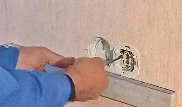 A készüléket csatlakoztatni kell az épület egyenpotenciára hozott (EPH).